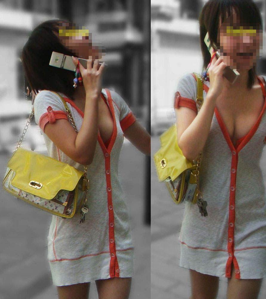 素人さんの胸元から乳房がチラチラ (7)