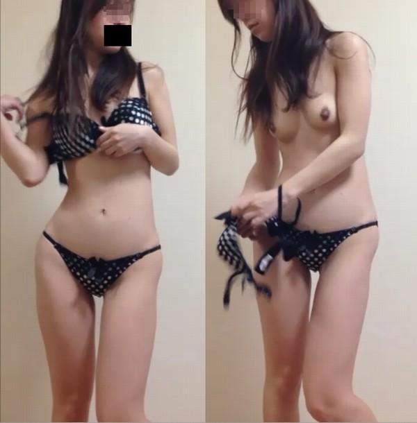 更衣室で裸になってる女の子 (19)