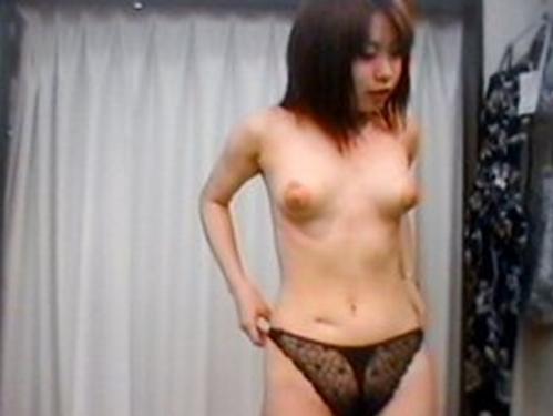 更衣室で裸になってる女の子 (7)