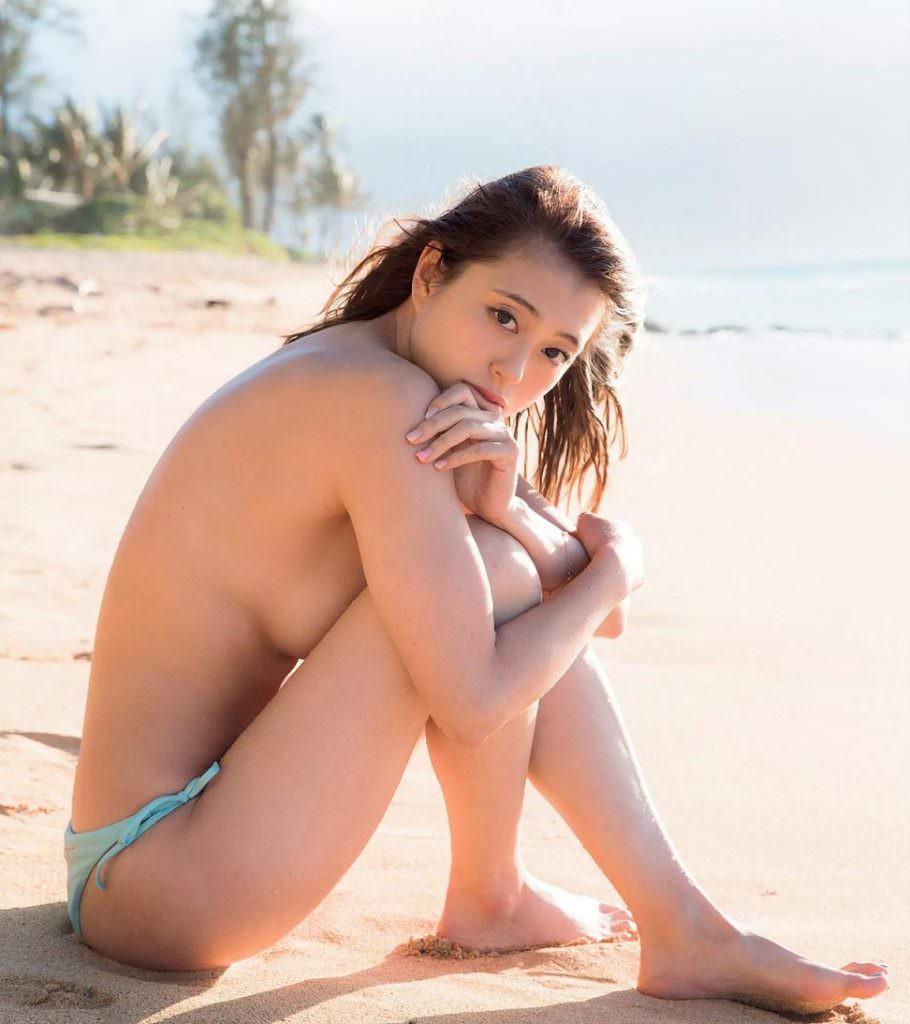 可愛くてナイスバディな芸能人が全裸になっちゃう (2)