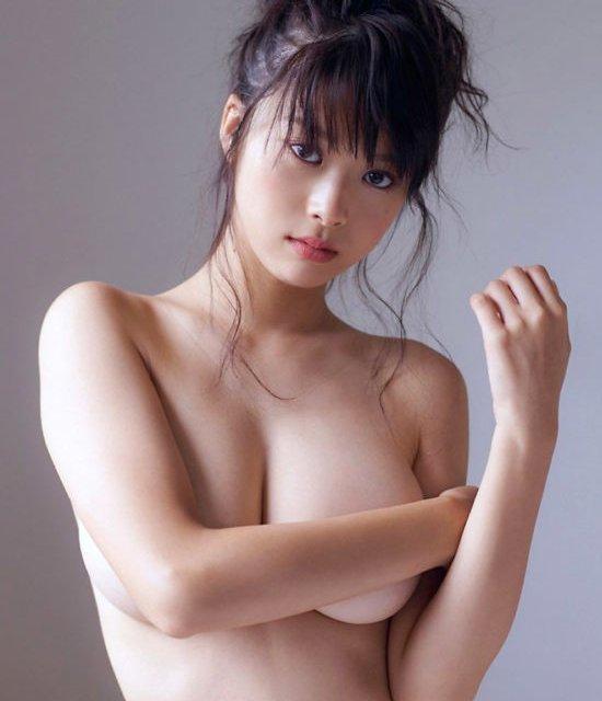 アイドルやグラドルの限界まで露出した裸体がセクシー