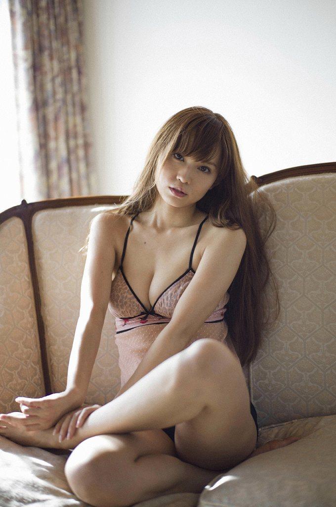アイドルのセクシーな太ももを舐めたい (12)