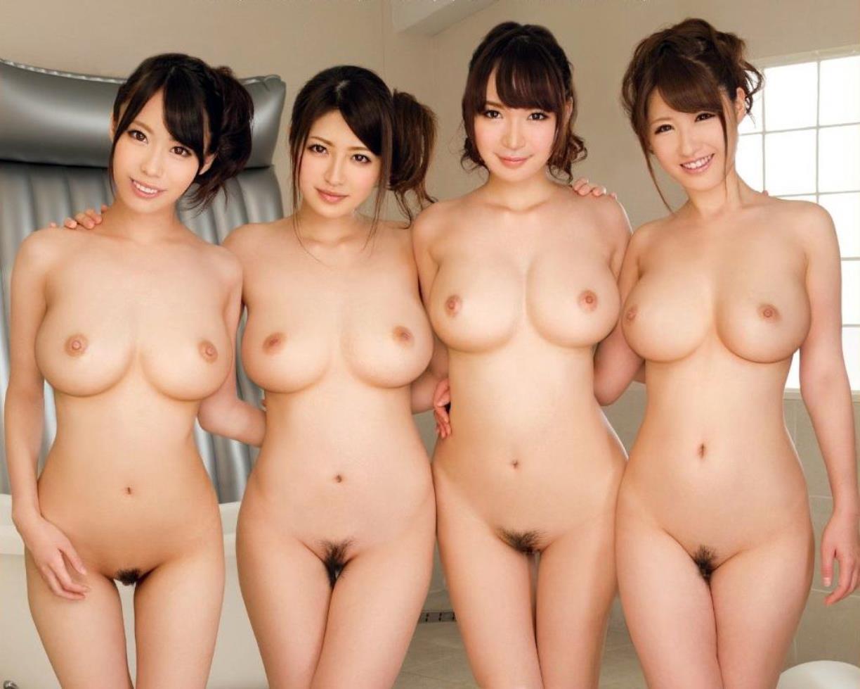 巨乳とクビレた腰の対比が見事な全裸姿 (20)