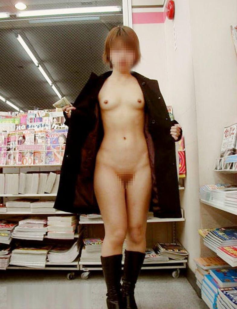 店の中なのに素っ裸になる素人さん (14)