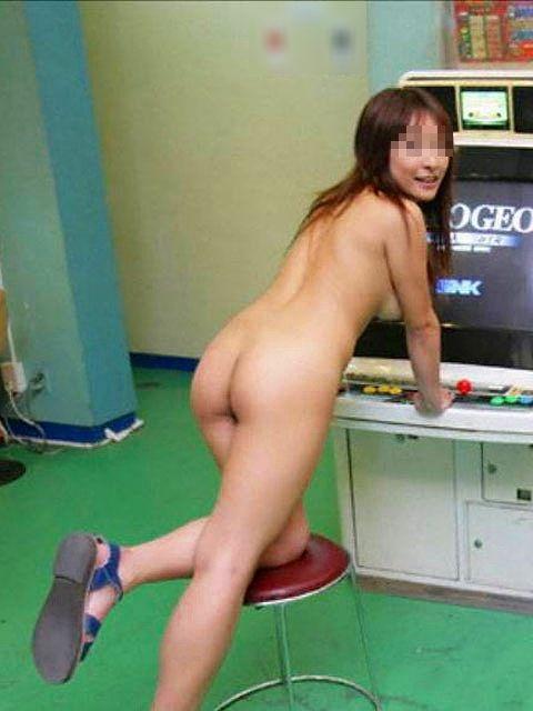 店の中なのに素っ裸になる素人さん (7)
