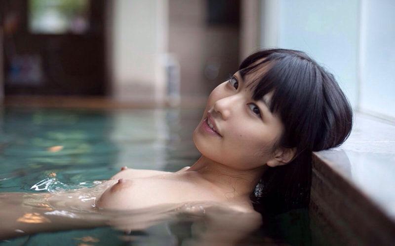 露天風呂に全裸で入浴している美少女たち (5)