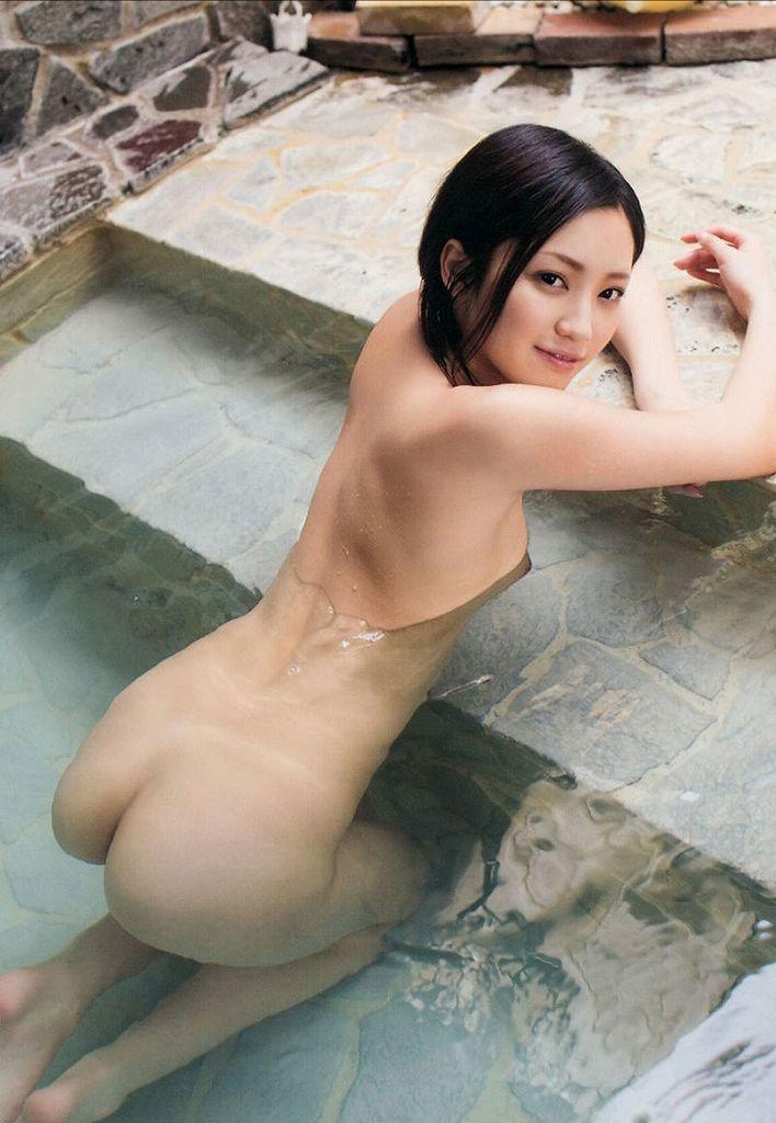 露天風呂に全裸で入浴している美少女たち (2)