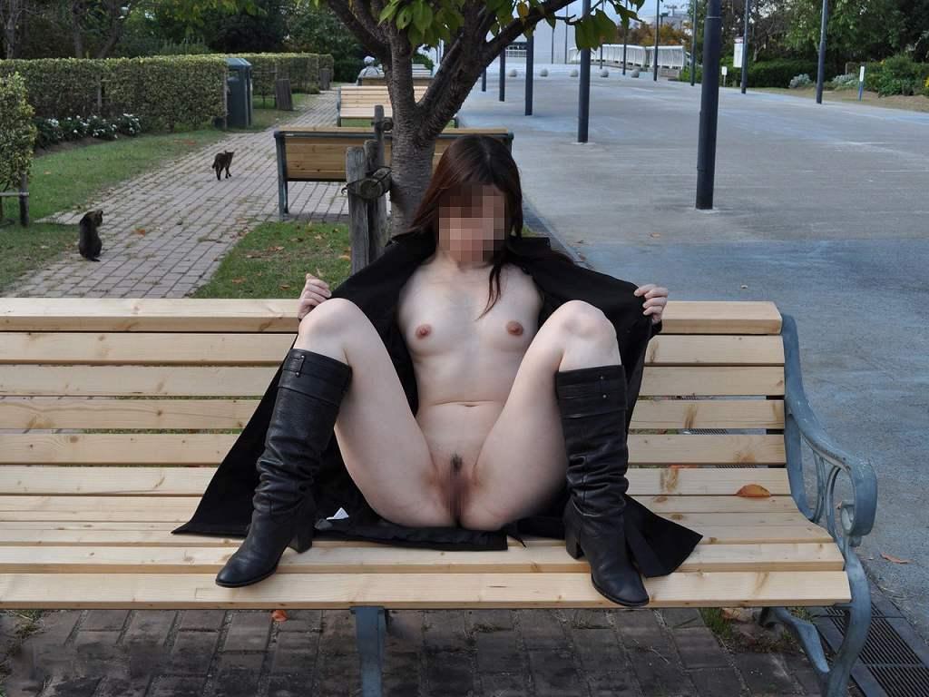 屋外でも関係無く素っ裸になっちゃう素人さん (11)