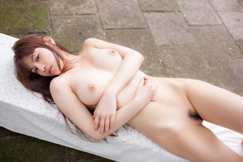 ピンク色をした乳頭が素晴らしい美乳 (4)