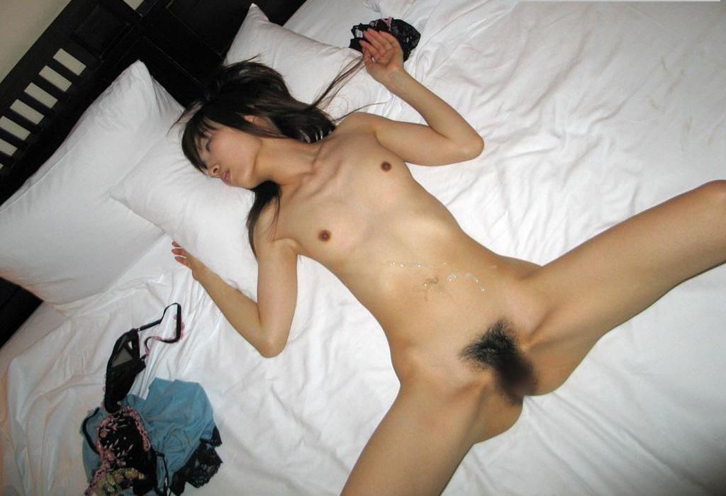 SEXが終わってグッタリしている女の子 (3)