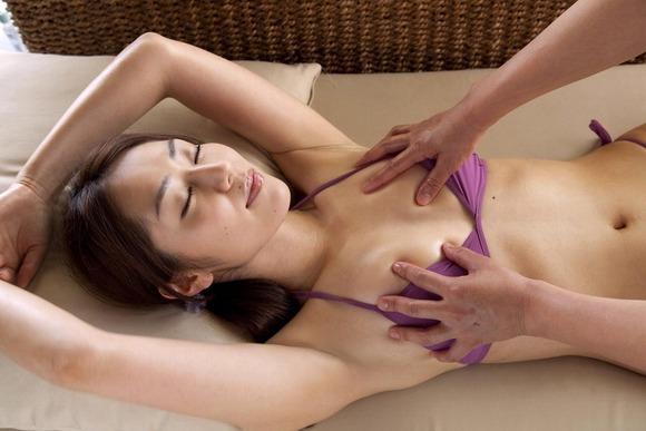 小さな乳房をモミモミしたい (5)