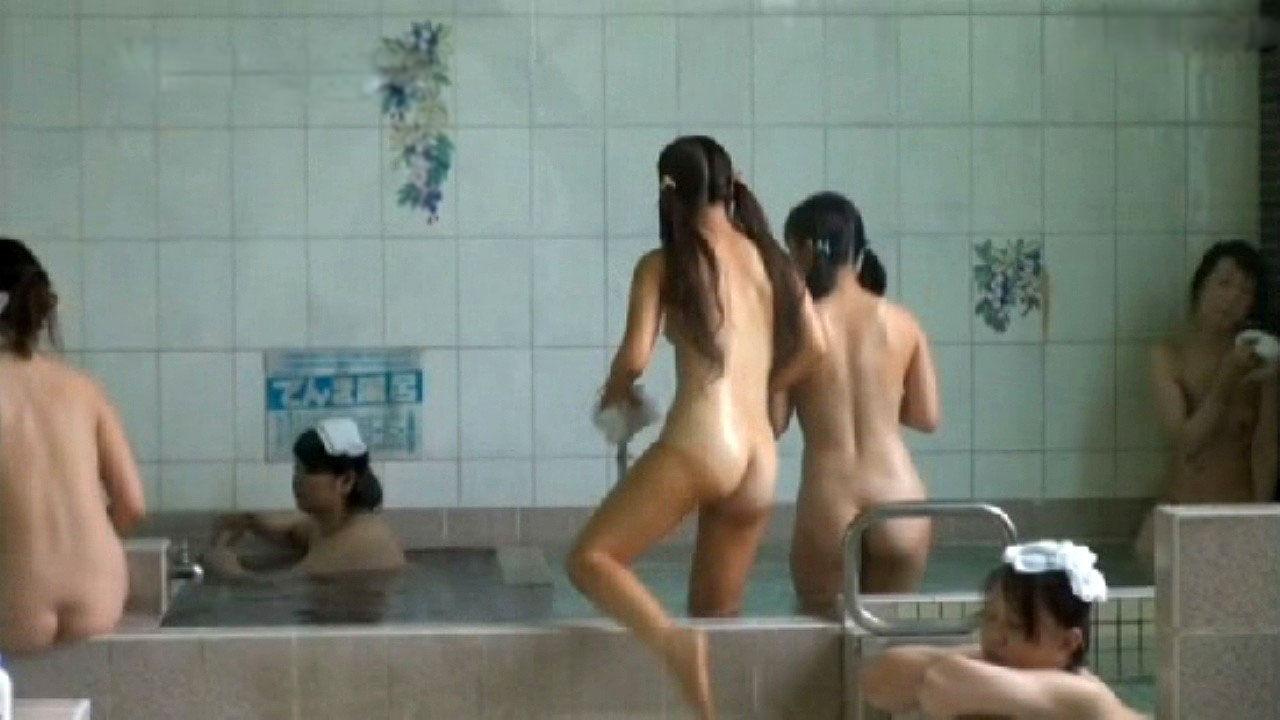 銭湯に入って全裸で体を洗う素人さん (10)