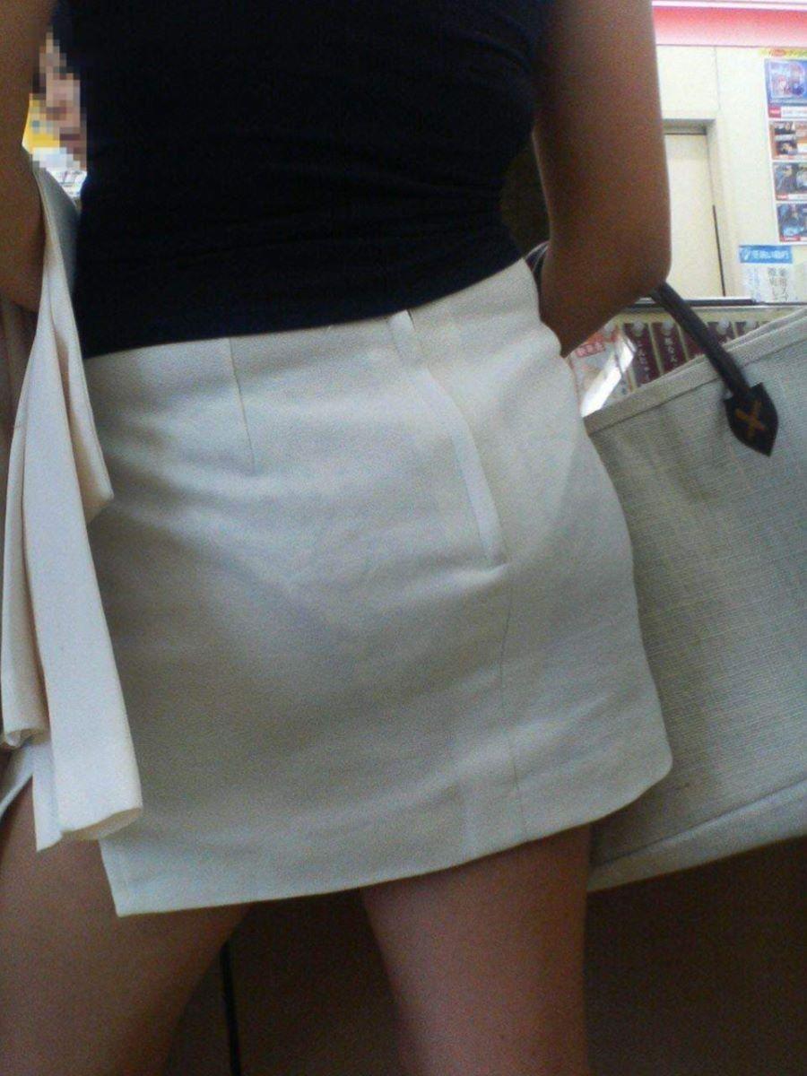 スカートやズボンから下着が透けてる素人さん (3)