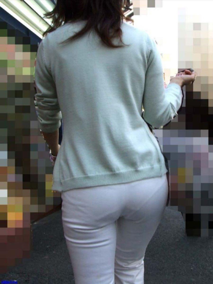 スカートやズボンから下着が透けてる素人さん (16)