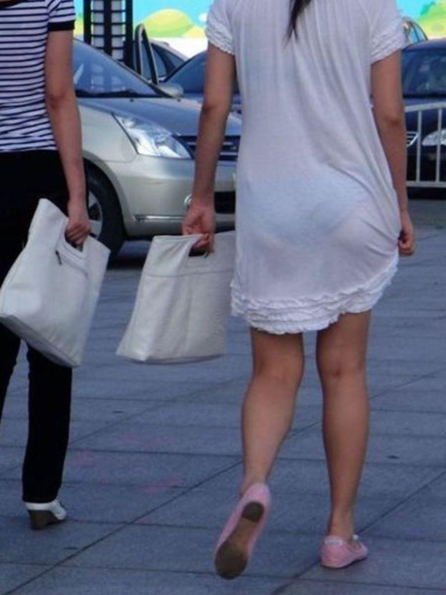 スカートやズボンから下着が透けてる素人さん (11)