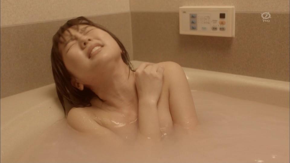 TV番組で乳房がチラ見えしちゃったアイドルやグラドル (2)