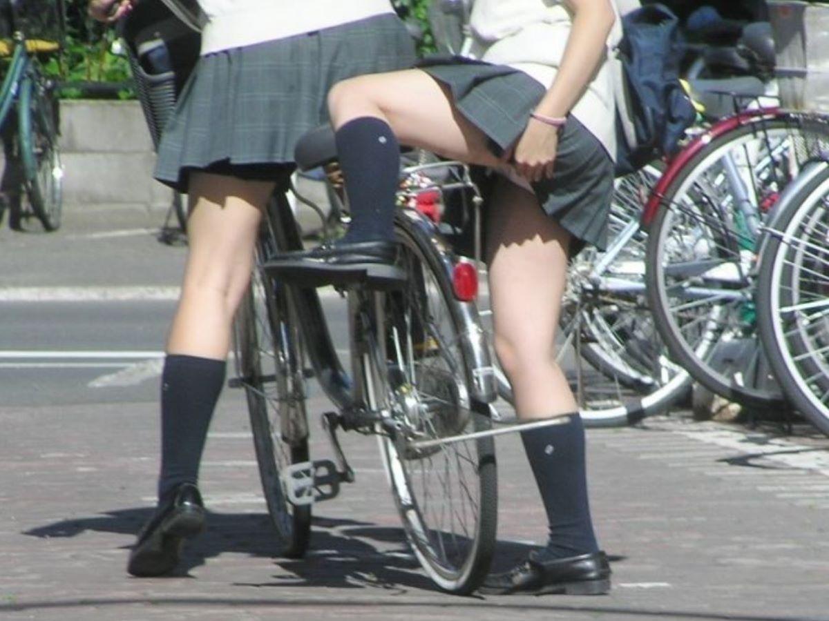 無防備に脚を上げたら下着が見えちゃった素人さん (6)