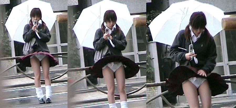 強風で下着がモロ見えになっちゃった素人さん (9)