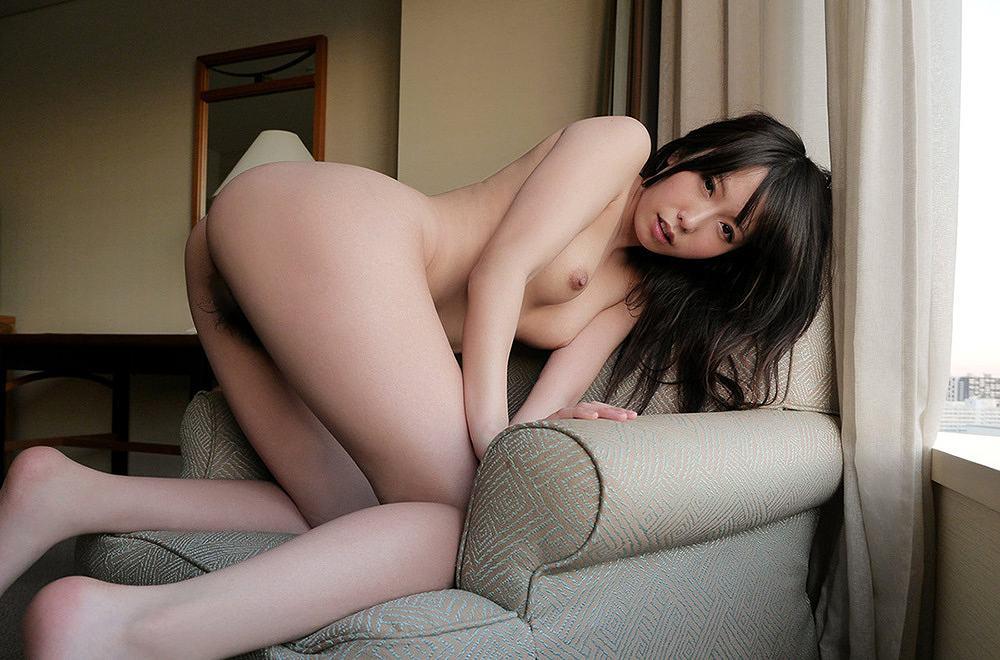 手足をついて美尻を見せつける女の子 (14)