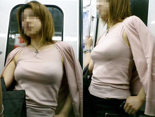 車内で見かけた爆乳女性たち (11)
