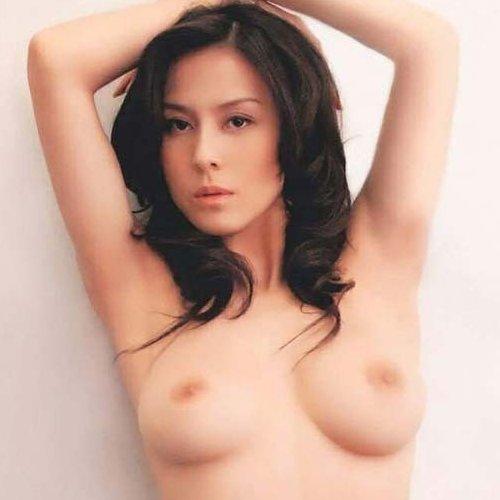 綺麗な芸能人も全裸の写真集を出しちゃう (1)