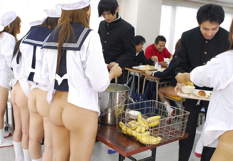 制服から見える生尻を舐めたい (10)