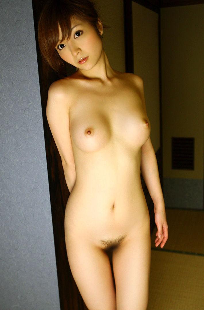 可愛い顔に綺麗な乳房の女の子 (5)