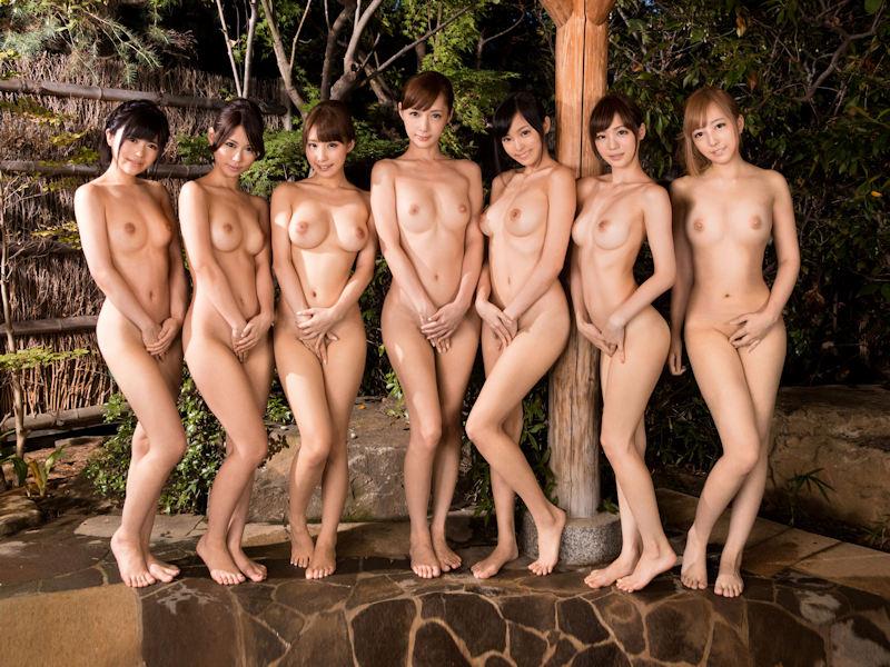 複数の全裸女性が集合してると圧巻だね (3)