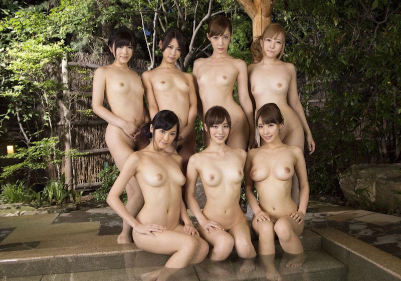 複数の全裸女性が集合してると圧巻だね (13)