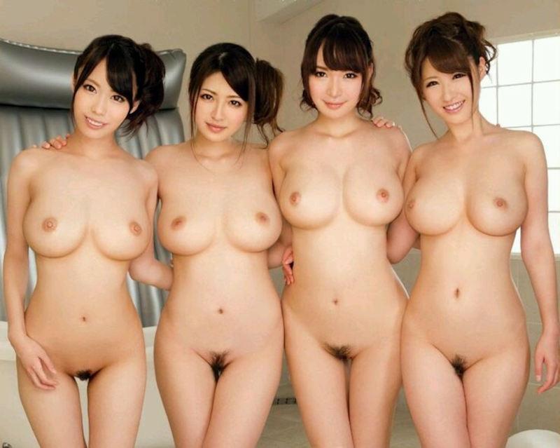 複数の全裸女性が集合してると圧巻だね (2)