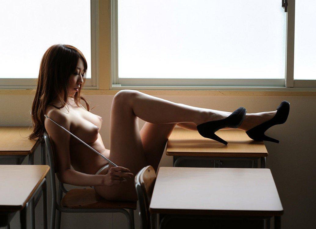 セクシーで淫乱な先生に責められたい (8)