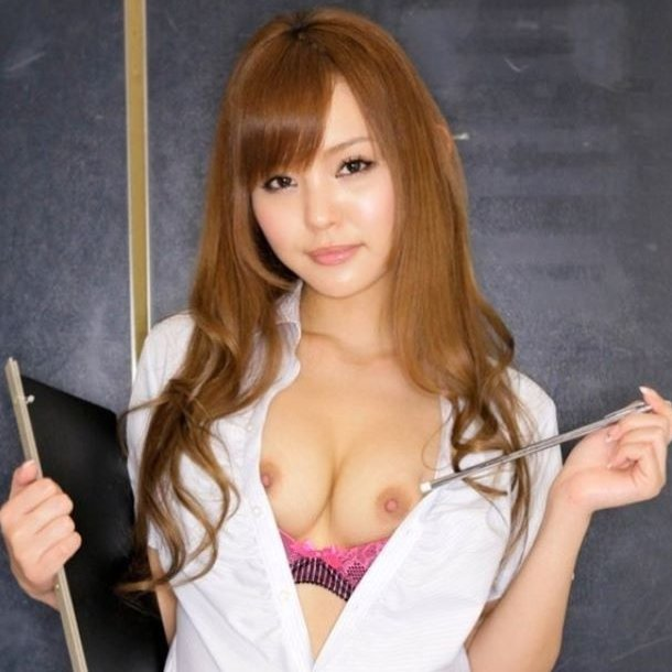 セクシーで淫乱な先生に責められたい (1)
