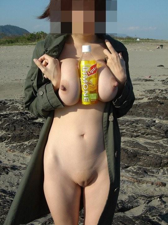 海岸で素っ裸になっちゃう素人さん (2)