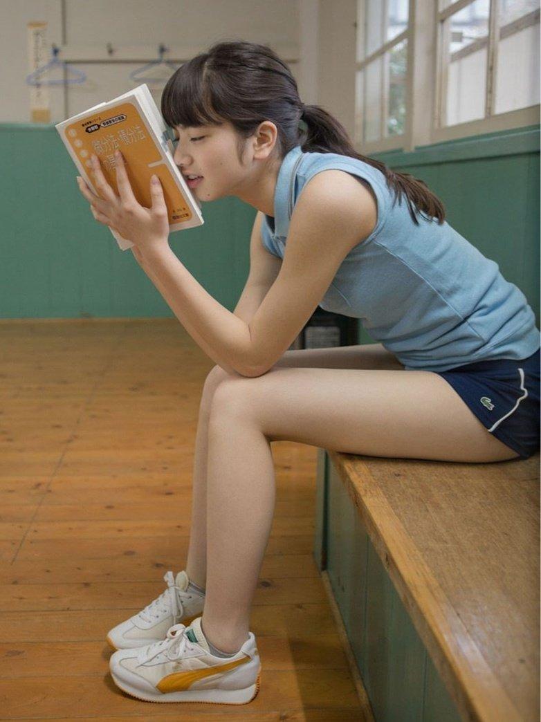 女優やグラドルなど芸能人の美しい脚 (13)