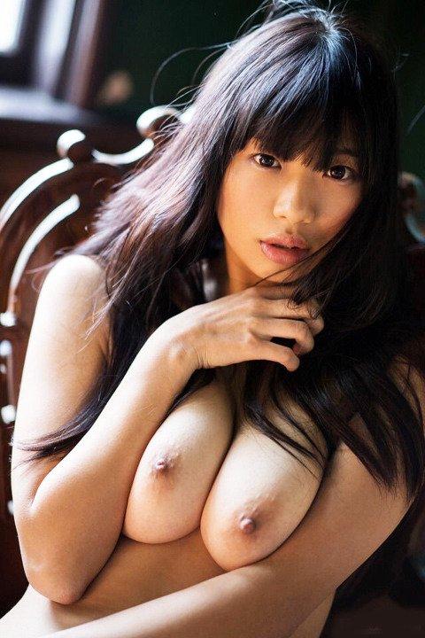 細身で巨乳の美女が激しくSEX、桐谷まつり (2)
