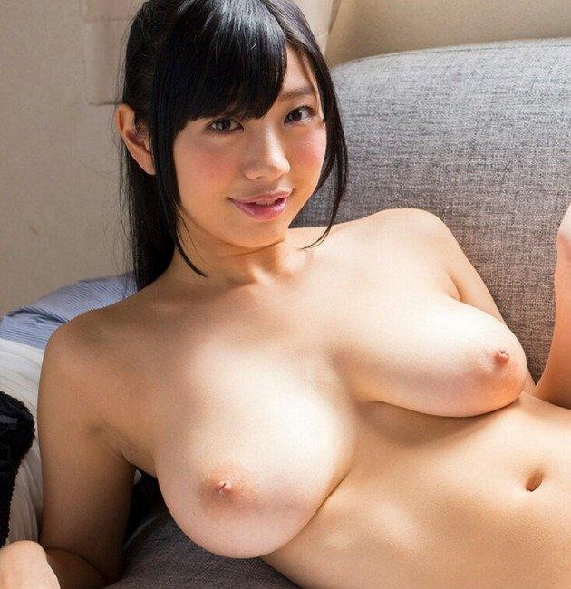 細身で巨乳の美女が激しくSEX、桐谷まつり (1)