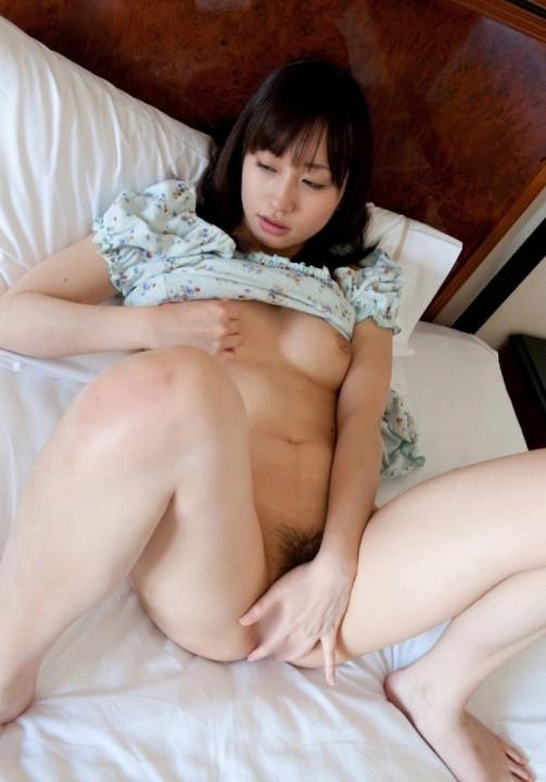 激しくマスターベーションする女 (12)