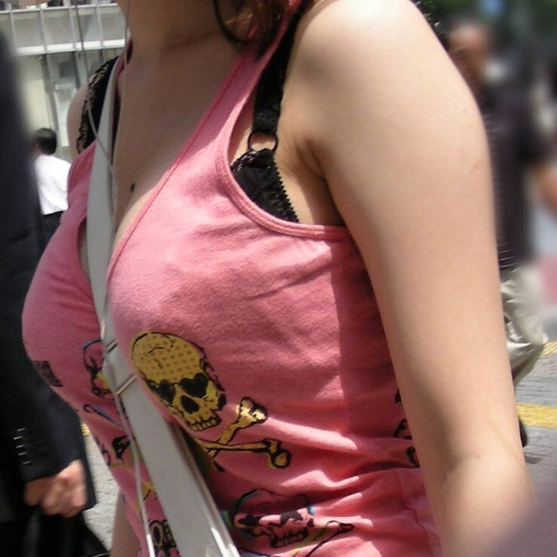 パイスラッシュ状態でオッパイが目立ってる女の子 (1)