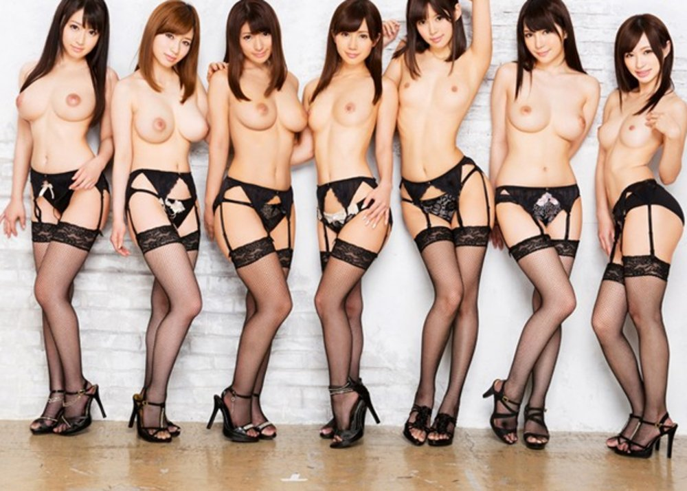 裸になった女の子がイッパイ (4)