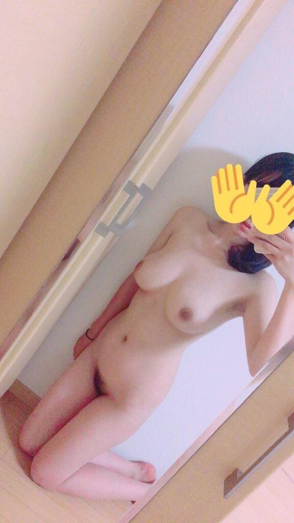 素っ裸になって写メを撮る素人さん (15)