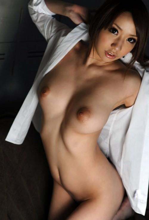 裸に白シャツという男の願望みたいな格好 (19)