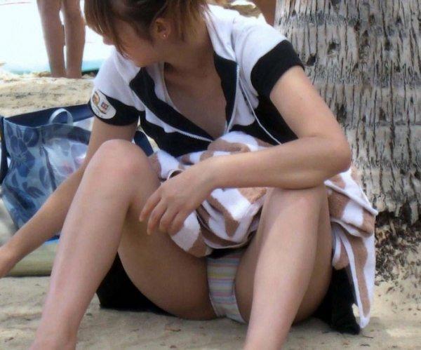 ミニスカートから下着が見えまくり (8)
