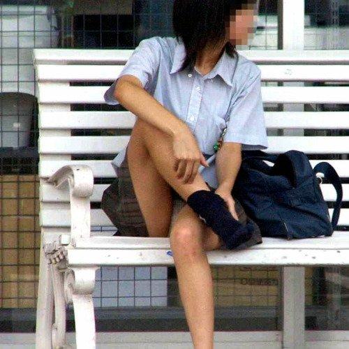 ミニスカートから下着が見えまくり (3)