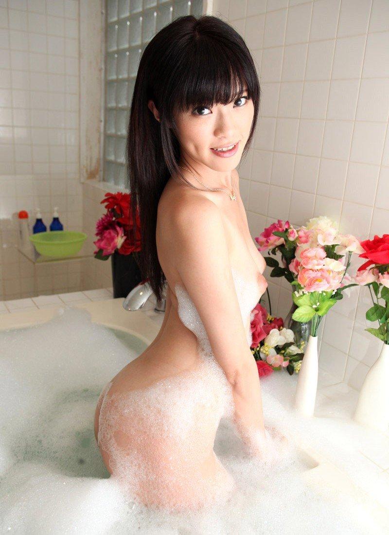風呂場で泡だらけの裸体を晒す (13)