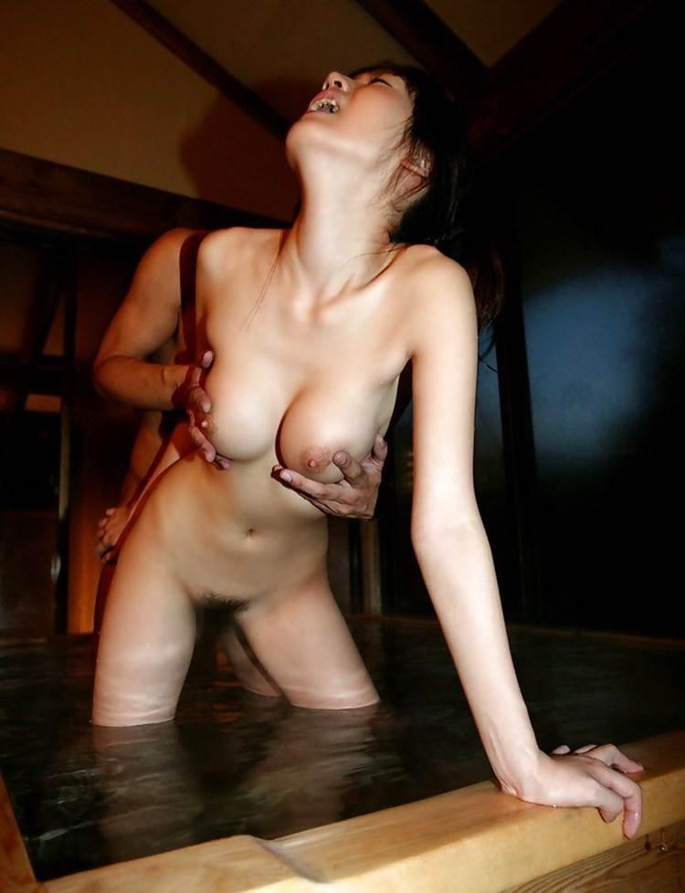 お風呂の中でSEXする男女 (16)