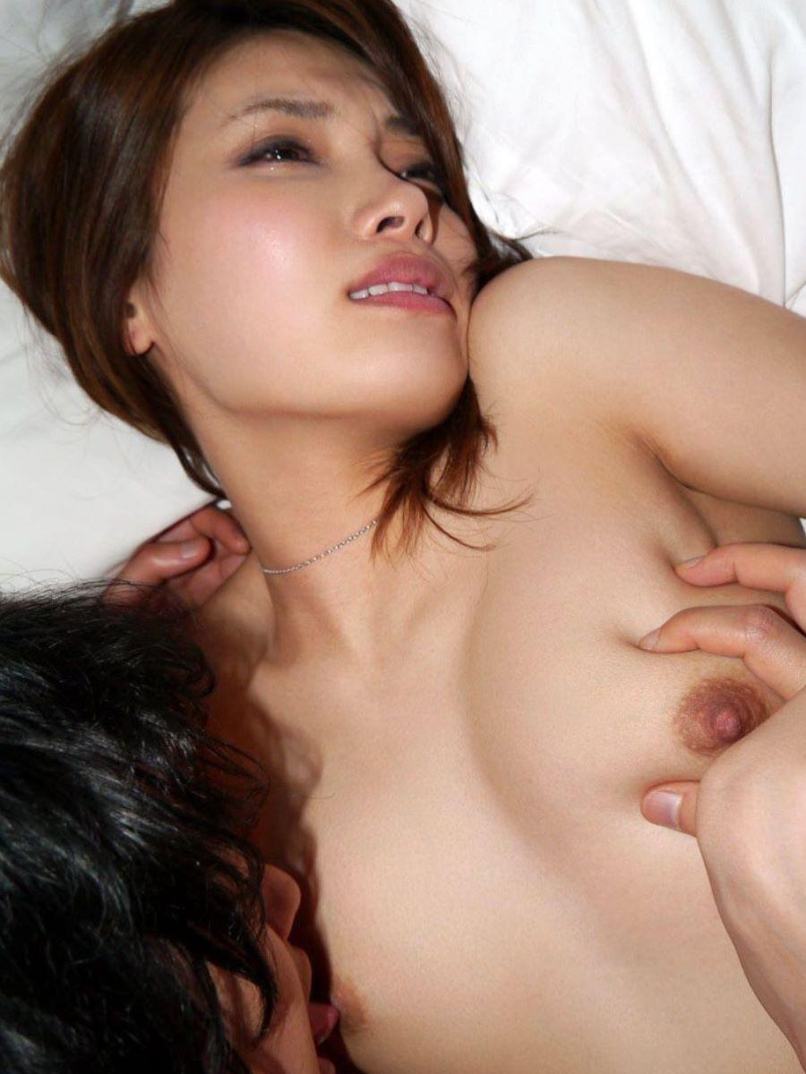 乳頭をペロペロ舐めて勃起させちゃう (2)