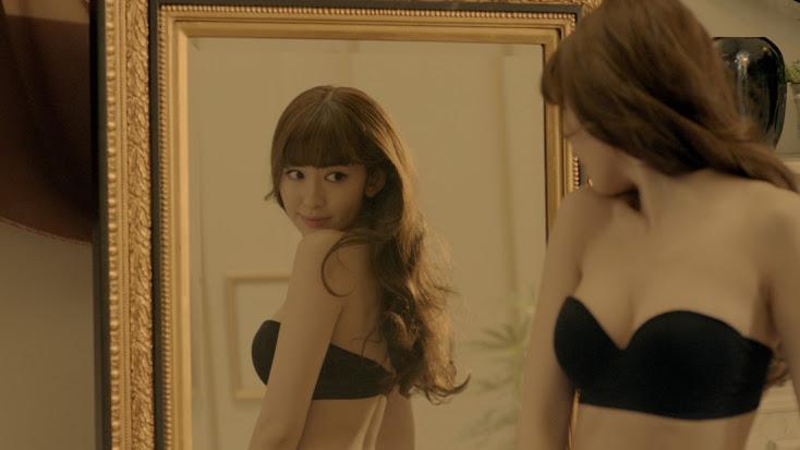 色っぽい下着姿を披露する女優やモデル (9)