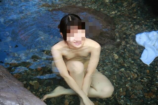 真っ裸で温泉に入る素人さん (4)