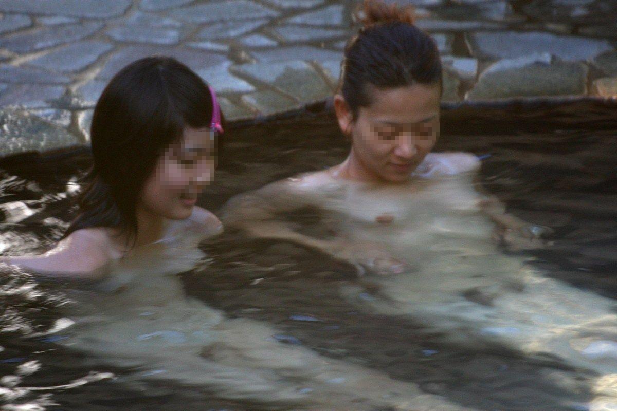 素っ裸になってる女湯の素人さん (20)