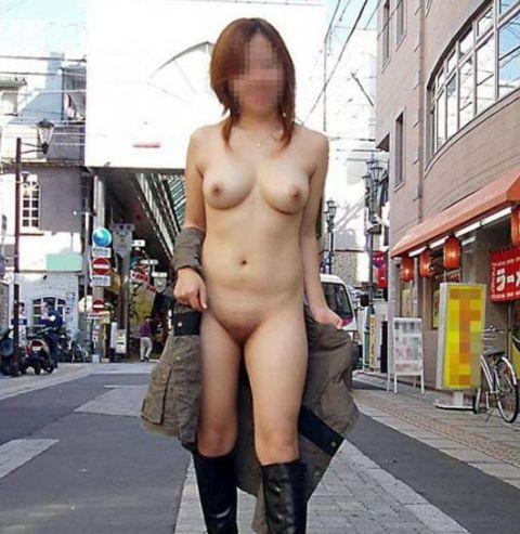 屋外で真っ裸になっちゃう素人さん (5)